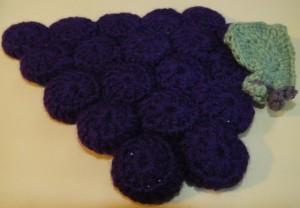 Grape design hot plate mat